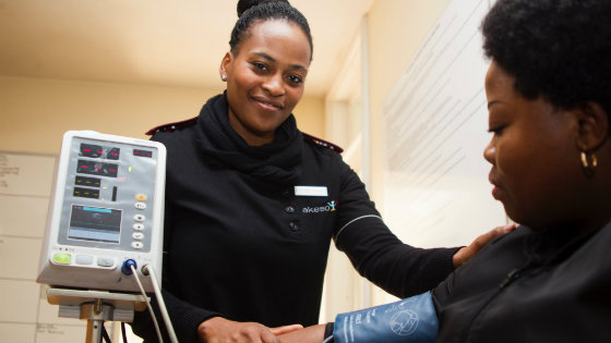 nurse-taking-patient-blood-pressure-smiling (1)
